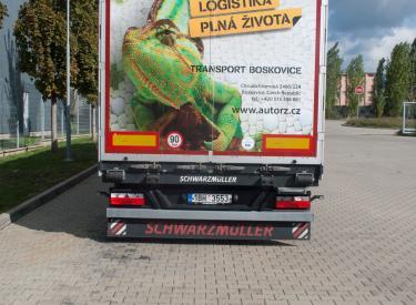 Kamion pro 38 palet, výška 3 m, nosnost 24 tun.